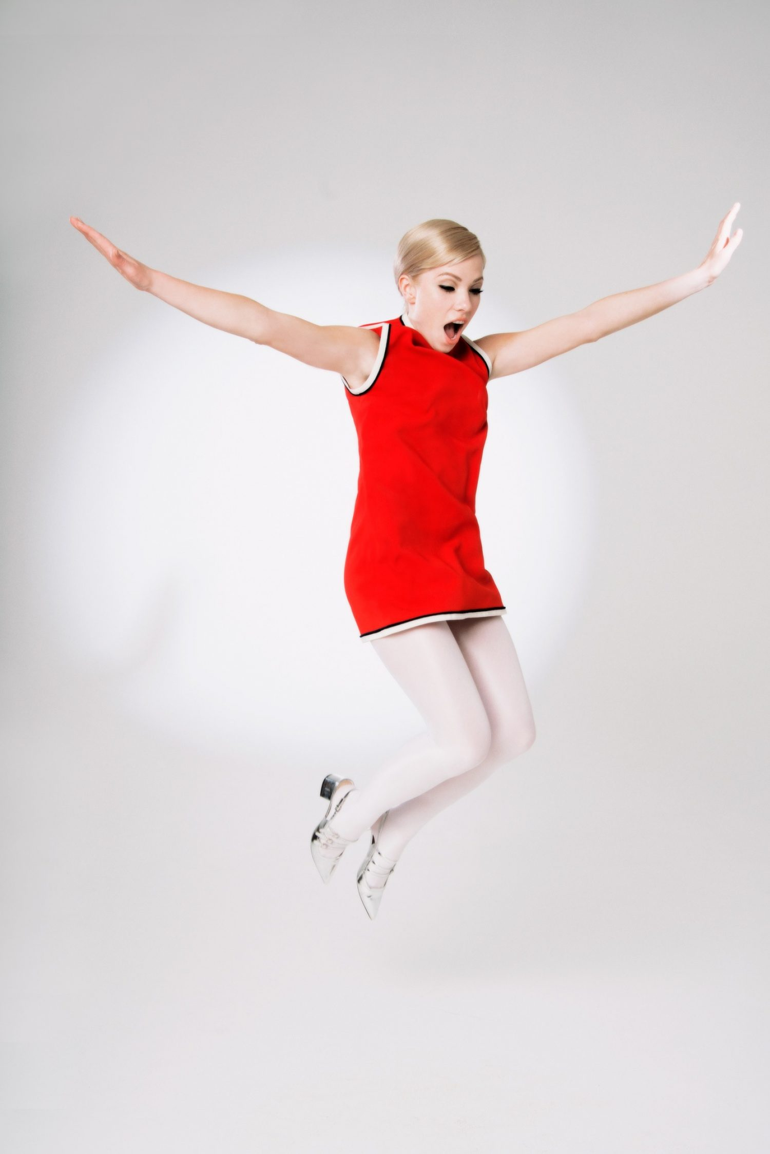 Dedicated: Carly Rae Jepsen is back! Back!! Back!!!